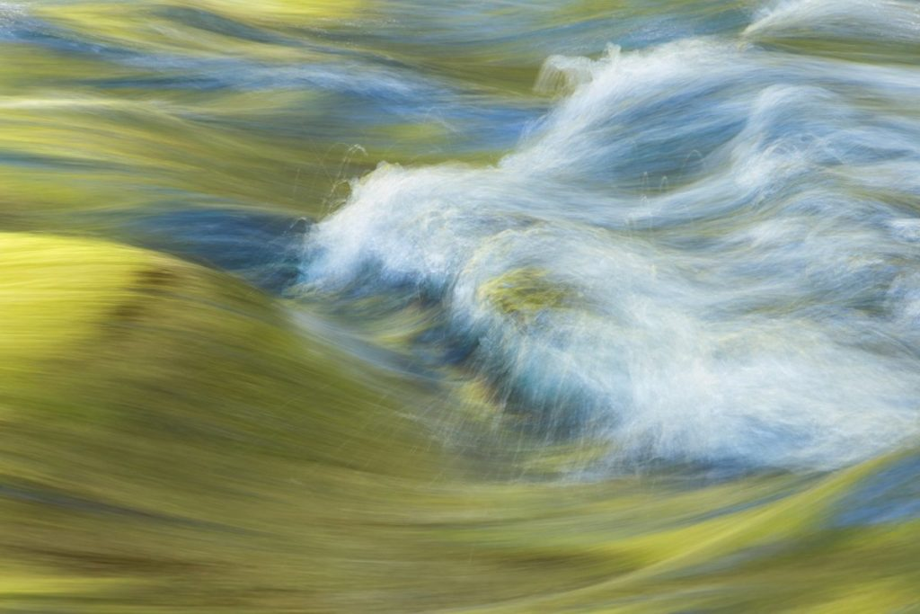 flowing water photo